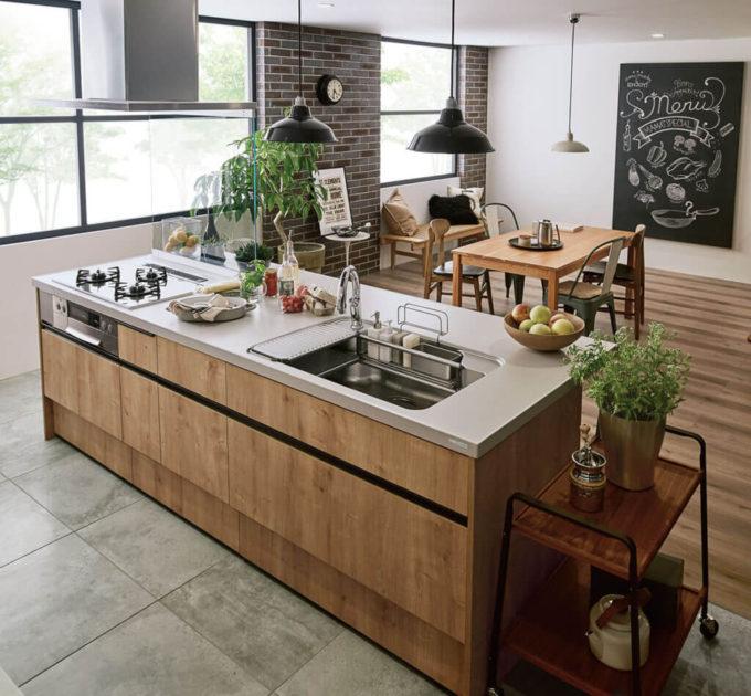 リクシルのアレスタの木目のキッチン